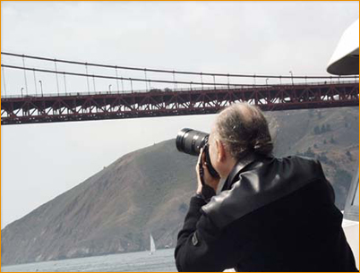 Avatar Adi Da Samraj photographing the Golden Gate Bridge